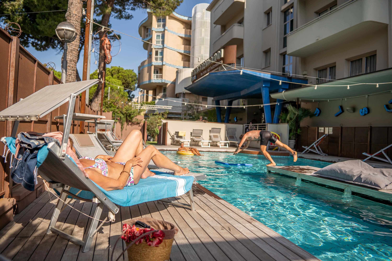 Hotel Corallo con piscina e solarium