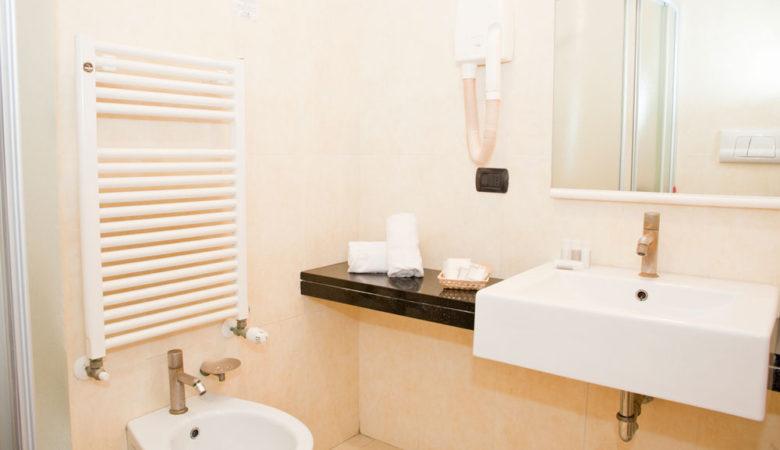 camere-con-balcone-hotel-corallo-rimini_3