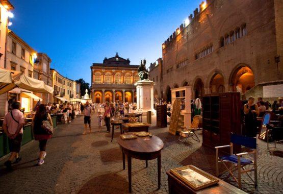 I mercatini del venerdì sera a Rimini Centro thumb